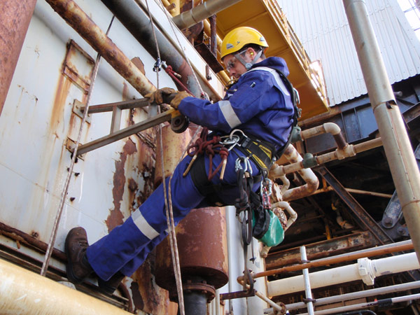 lifting-gear-examination-using-rope-access-on-the-brent-bravo